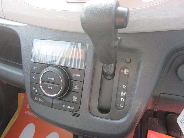 電動格納ミラー、パワーウィンドウのスイッチです。ミラーの角度調節も楽々(^ ^)電動格納は雨の日にも窓を開けずに操作できるところが良いですね。