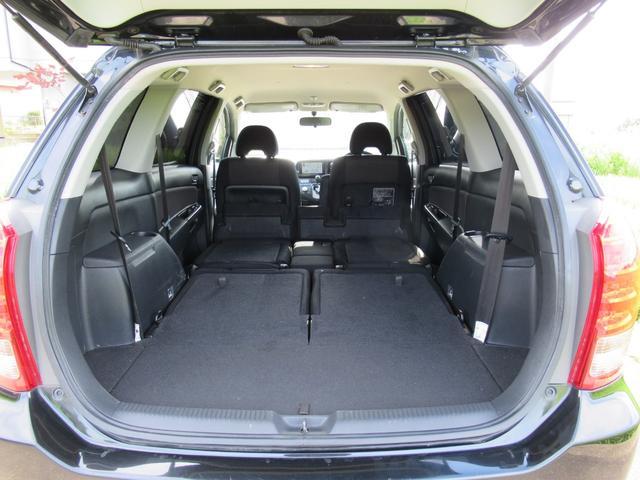 ■2列目シート、3列目シートを畳めばこのように広い収納スペースを確保!布団を敷いて車中泊できる広さですよ!