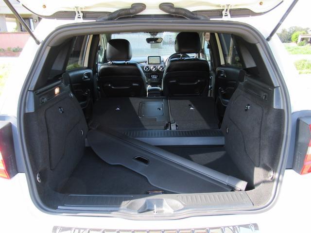 ■後部座席はこのように倒すことが可能です!広い収納スペースを確保!