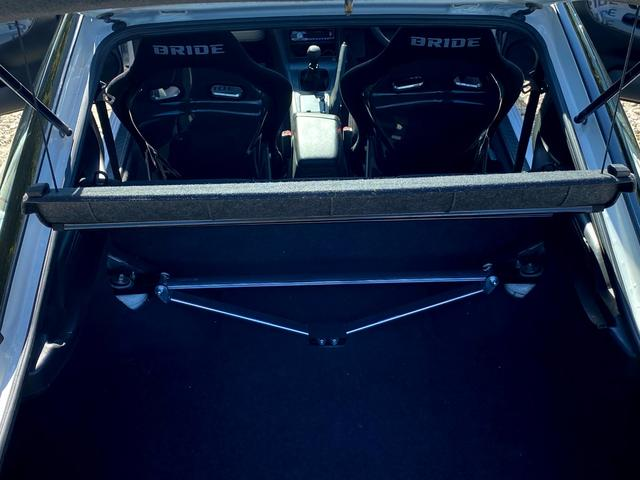 タイプX 5MT/BRIDEセミバケットシート/BRIDEグローブボックス/HPIインタークーラー/BRITZラジエター/BRITZ車高調/SSRエイグルミネルバ18インチ9J10J/D-MAXアーム/(16枚目)