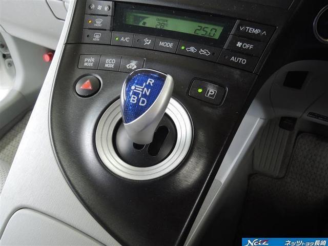 とても手になじむ形のシフトノブはドライバーが最も操作しやすい位置に配置☆シフトチェンジ後も自動的にホームポジションに戻るので次の操作も楽々です(^▽^)