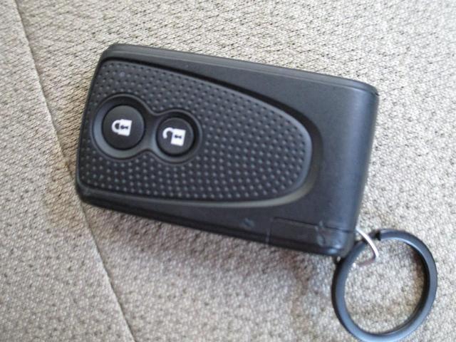 X スマートキー オートライト 社外CDオーディオ ベンチシート 電動格納ミラー エアコン パワステ ABS フルフラット 禁煙車(16枚目)
