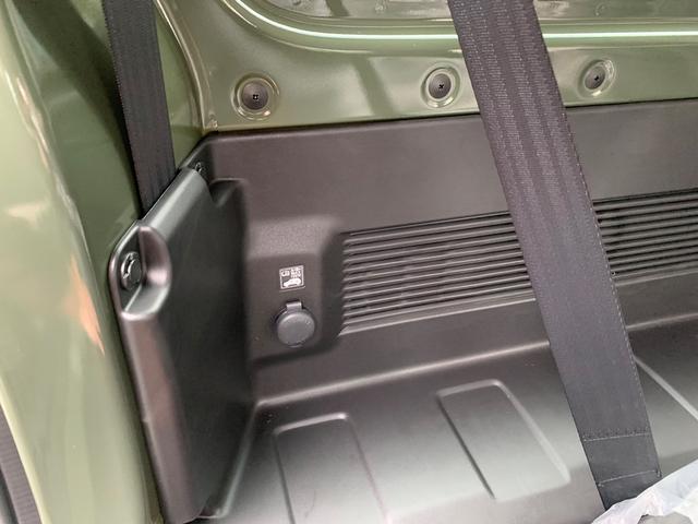 トランク左側にもシガーソケットがあります。アウトドアでも使えそうですね!!