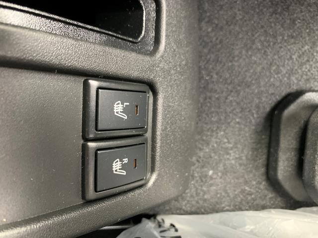 フロントシートにはシートヒーターが付いています。冬でも暖かくていいですね!!