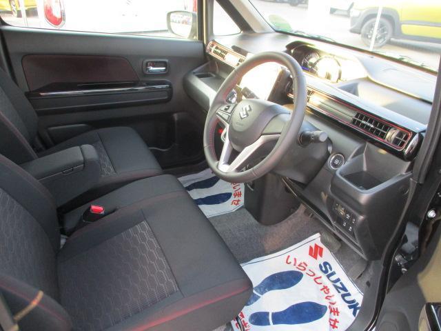 操作しやすい運転席廻り。ドライブが楽しくなります!ベンチシートで足元すっきり!!