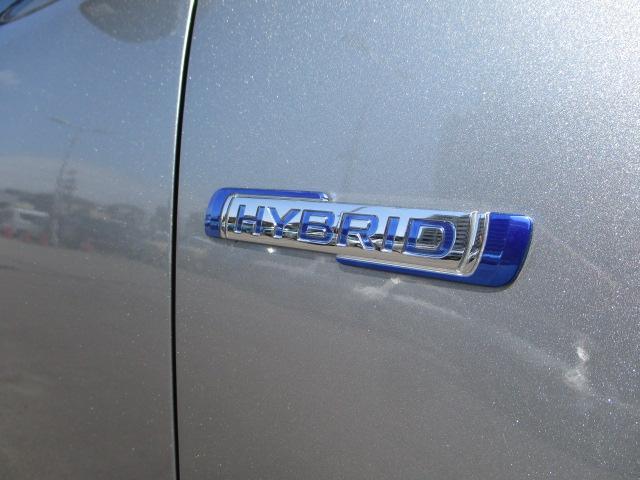 余剰電力をアシストモーターに使用。低燃費な【マイルドハイブリッド】エンブレム!