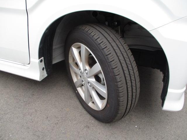 実用的な軽く腐食しにくい純正アルミホイール!★タイヤの溝もまだまだ!くわしくはスタッフへ。
