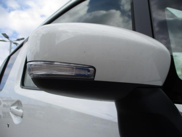 ドアミラーは後方や歩行者からもウインカーよく見えると人気の【LEDサイドターンランプ】付です。