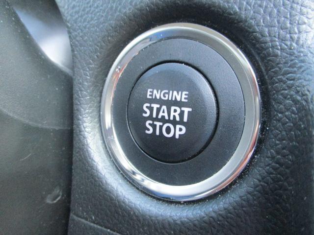ブレーキを踏んでエンジンをかける【キーレスプッシュスタート】を装備。