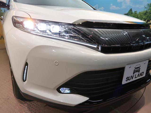 【LEDシーケンシャルターンランプ】右左折時に車両内側から外側へ流れるように点灯。先進的な印象を演出するとともに、周囲からの優れた被視認性に寄与します!
