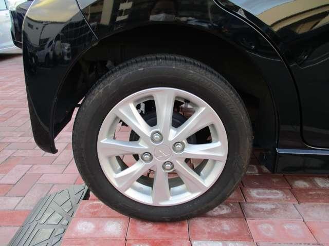 インパネ廻りの画像となります。車両評価証にてダッシュボードのり跡など、前ユーザー様がナビまたレーダーなど取り付けされていた車両もございます。評価証にてご確認頂くか現車確認をお勧めさせて頂きます。