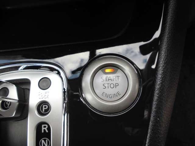 スマートキーなのでカギを出さずにエンジンの始動もできて便利です!雨の日、荷物が多い時など、カギを出さずに便利です!!