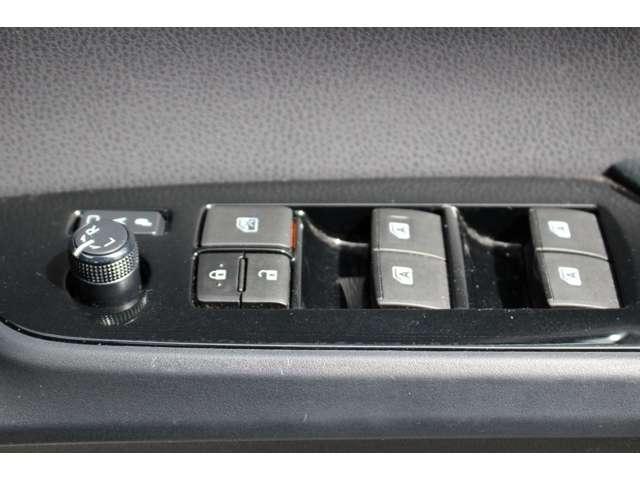 Sツーリングセレクション メモリ-ナビ 地デジ ワンオーナー車 LEDライト クルーズコントロール シートヒーター 横滑り防止装置 アルミ ナビTV 記録簿 キーレス ABS バックカメラ付 プリクラッシュブレーキ ETC付き(27枚目)