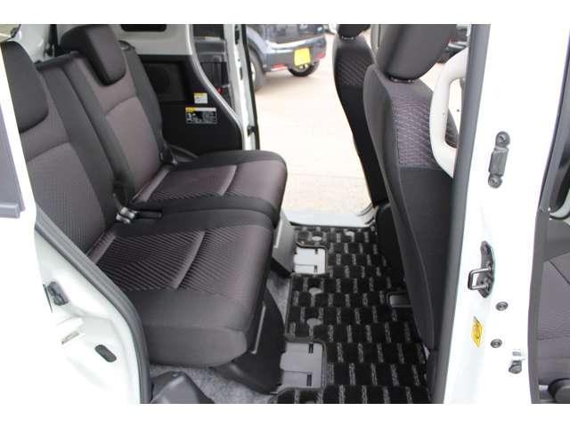 後部座席も当然、綺麗・清潔に仕上げております。内装の綺麗なお車は気持ちが良いですし、コンディションのいい車が多いです。前のユーザー様が丁寧に使っていた証拠です。