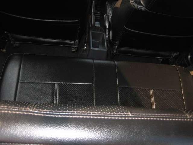 ワイルドウインドリミテッド 4WD レザー調シートカバー社外(9枚目)