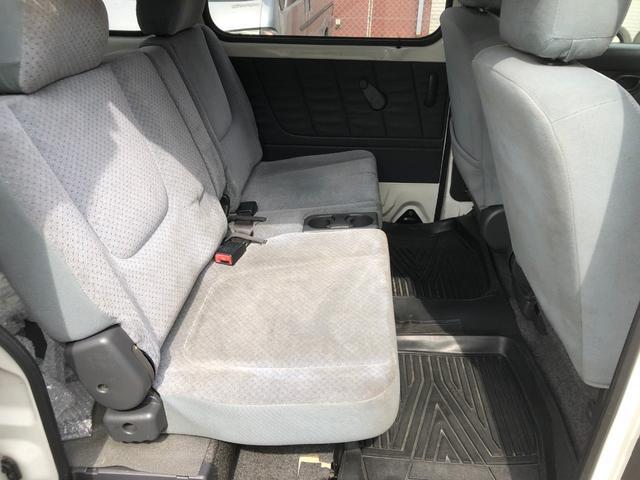 後部座席も乗用車並みです。