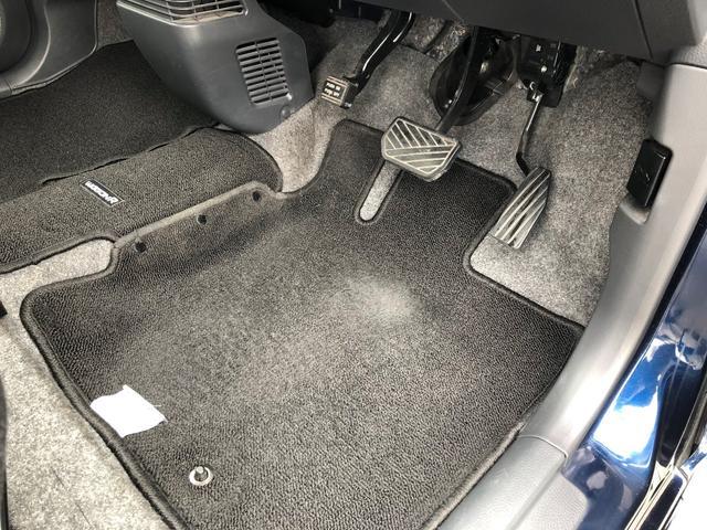 運転席ドア内装フットパーキングブレーキです