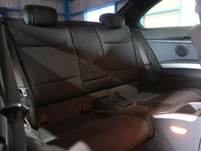 ●後席のスペースです!足元もゆったりくつろげるスペースが十分にありますね!長距離ドライブも楽チンです!