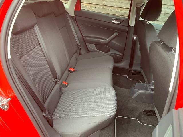 後部座席シート(右側)