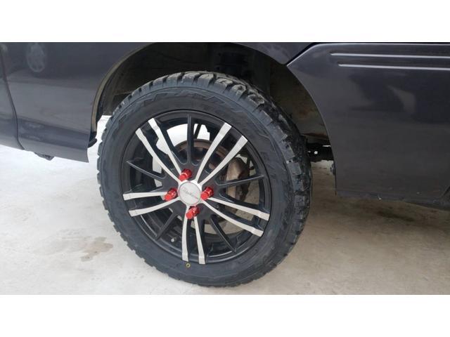ジャンボ 4WD エアコン パワステ 5速マニュアル車 LEDヘッドライト 社外15インチアルミホイール ボコボコタイヤ 革調シートカバー メッキパーツ オールペイント(10枚目)