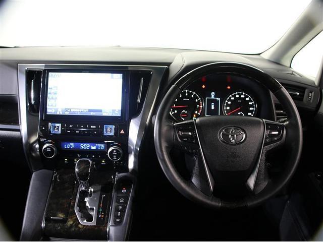 安心2=車両検査証明書。トヨタ認定車両検査員が、自動車オークションで培われた業界標準の車両品質評価基準に基づいて厳正に検査。