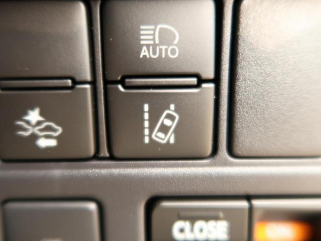 【車線逸脱システム】道路上の白線 (黄線) をカメラで認識し、ウインカー操作を行わずに車線を逸脱する可能性がある場合、ブザーとディスプレイ表示により注意を喚起を行います。