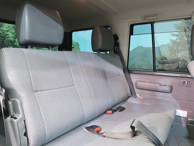 バン SDナビ 電動デフロック 5MT 背面タイヤ 4WD 1オーナー 禁煙車 ETC サイドステップ マニュアルエアコン/リアヒーター 純正16AW ベンチシート Bluetooth接続可(11枚目)