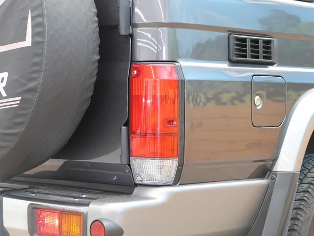 バン SDナビ 電動デフロック 5MT 背面タイヤ 4WD 1オーナー 禁煙車 ETC サイドステップ マニュアルエアコン/リアヒーター 純正16AW ベンチシート Bluetooth接続可(28枚目)
