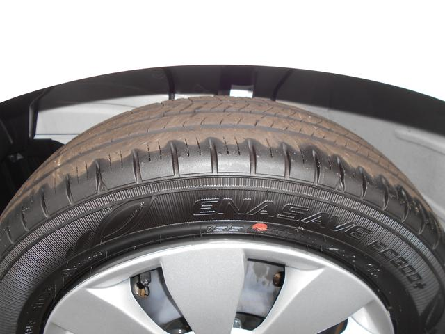 走行距離も少ないため、タイヤの残り溝もタップリあります!!