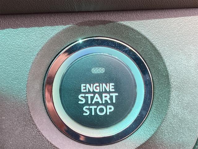 プッシュエンジンスタートシステム、エンジン始動・停止をワンタッチで行うことができます。
