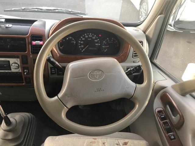 Wキャブロング 1.0tディーゼル 4WD 5速マニュアル車 6人乗り メッキパーツ CDオーディオ(18枚目)