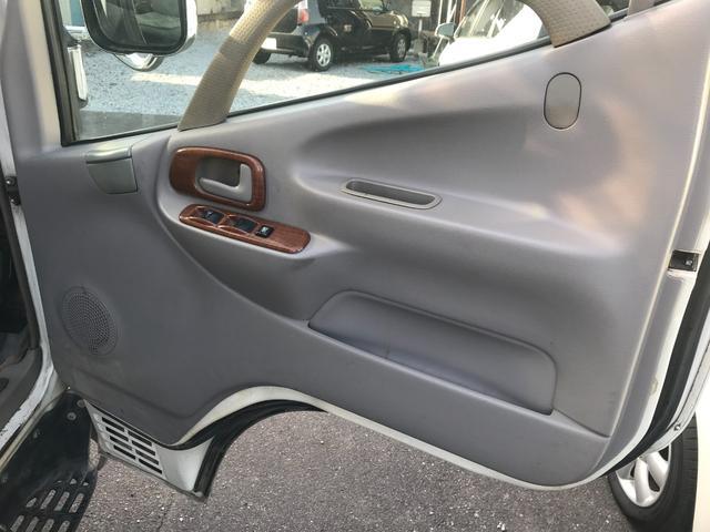 Wキャブロング 1.0tディーゼル 4WD 5速マニュアル車 6人乗り メッキパーツ CDオーディオ(19枚目)