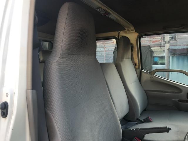 Wキャブロング 1.0tディーゼル 4WD 5速マニュアル車 6人乗り メッキパーツ CDオーディオ(21枚目)
