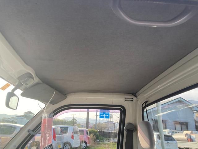 スペシャル農用パック 4WD エアコン パワステ 三方開 5速マニュアル車 CDオーディオ(5枚目)
