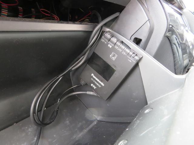 キャンパー特装車 4WD 8人乗りキャンピング登録車 サイドタープ パワースライドドア BRIDEシート 純正HIDヘッドライト 17インチAW ボンネット 地デジナビ フリップダウンモニター(6枚目)