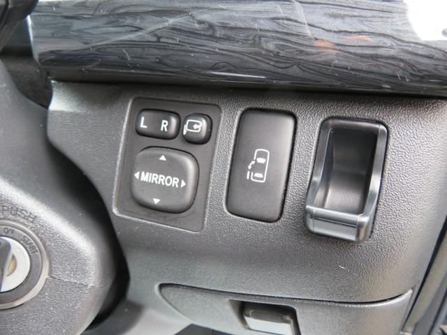 キャンパー特装車 4WD 8人乗りキャンピング登録車 サイドタープ パワースライドドア BRIDEシート 純正HIDヘッドライト 17インチAW ボンネット 地デジナビ フリップダウンモニター(9枚目)