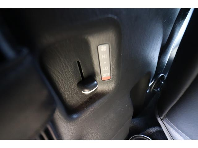 ベッドキット REVOシート 3列目シート外し GLベース ローダウン2インチブロック 構造変更済 ツインモニター レザー調シートカバー LEDテール ウッド調インテリアパネル フリップダウンモニター LEDヘッドライト パワースライドドア(78枚目)