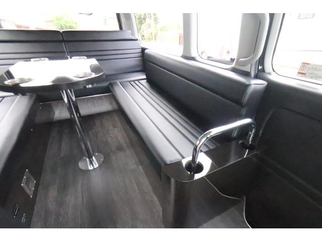 グランドキャビン セカンドハウス製 10人乗り 3ナンバー 2.7L ガソリン SDナビ ETC フリップダウンモニター リヤクーラー・ヒーター 20AW スマートキー 電動スライドドア テーブル 展開式ベッド(8枚目)