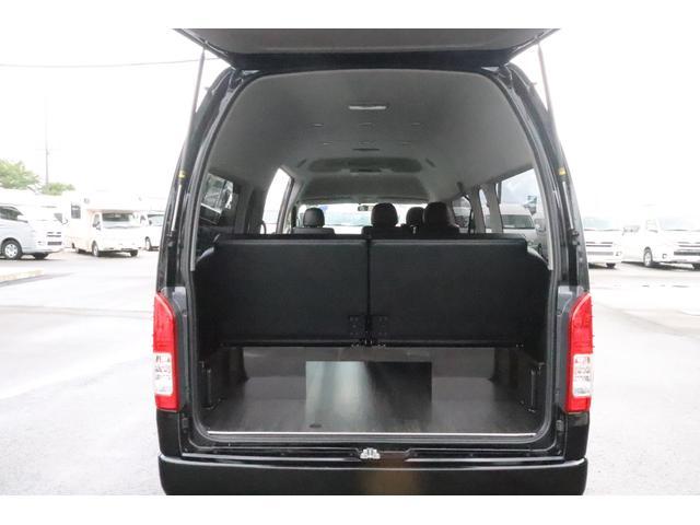 グランドキャビン セカンドハウス製 10人乗り 3ナンバー 2.7L ガソリン SDナビ ETC フリップダウンモニター リヤクーラー・ヒーター 20AW スマートキー 電動スライドドア テーブル 展開式ベッド(9枚目)