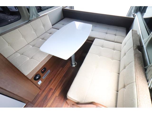 キャンピングカー ビークル デュオ タイプC 9人乗り FFヒーター TV 冷蔵庫 外部電源 ツインサブバッテリー 1500Wインバーター 4WD SDナビ LEDヘッドライト シンク カセットコンロ 強化スタビライザー(4枚目)