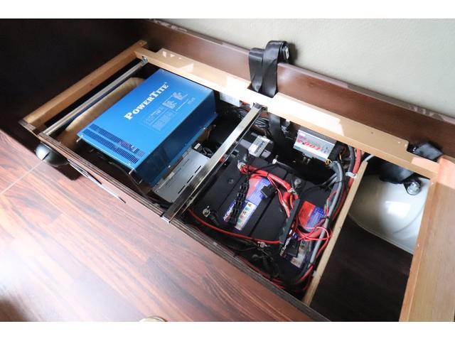 キャンピングカー ビークル デュオ タイプC 9人乗り FFヒーター TV 冷蔵庫 外部電源 ツインサブバッテリー 1500Wインバーター 4WD SDナビ LEDヘッドライト シンク カセットコンロ 強化スタビライザー(66枚目)