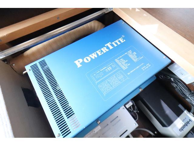 キャンピングカー ビークル デュオ タイプC 9人乗り FFヒーター TV 冷蔵庫 外部電源 ツインサブバッテリー 1500Wインバーター 4WD SDナビ LEDヘッドライト シンク カセットコンロ 強化スタビライザー(69枚目)
