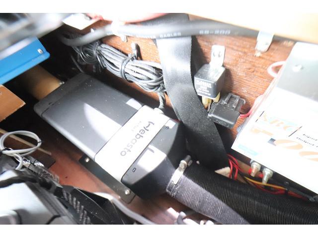キャンピングカー ビークル デュオ タイプC 9人乗り FFヒーター TV 冷蔵庫 外部電源 ツインサブバッテリー 1500Wインバーター 4WD SDナビ LEDヘッドライト シンク カセットコンロ 強化スタビライザー(70枚目)