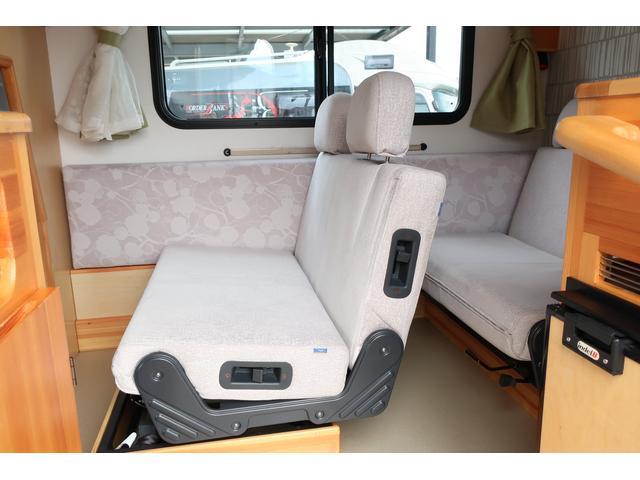 キャンピングカー AtoZ アミティ 6名乗車 ツインサブBT 350Wインバーター 冷蔵庫 外部電源 シンク シンク兼用アウターシャワー 給排水ポリタンク ETC ルーフベント バックモニター ドライブレコーダー 常設2段ベッド(4枚目)
