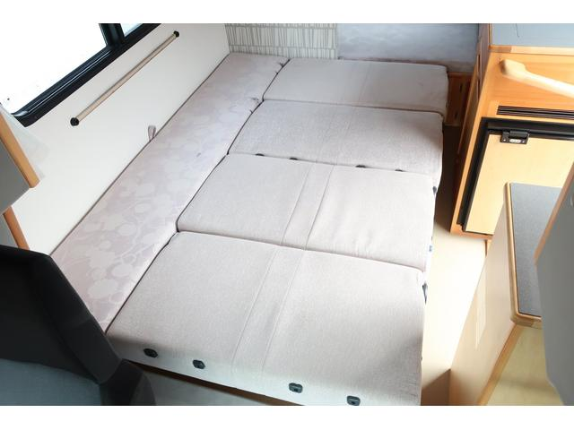 キャンピングカー AtoZ アミティ 6名乗車 ツインサブBT 350Wインバーター 冷蔵庫 外部電源 シンク シンク兼用アウターシャワー 給排水ポリタンク ETC ルーフベント バックモニター ドライブレコーダー 常設2段ベッド(10枚目)