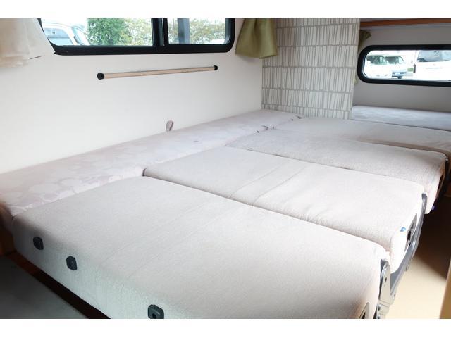 キャンピングカー AtoZ アミティ 6名乗車 ツインサブBT 350Wインバーター 冷蔵庫 外部電源 シンク シンク兼用アウターシャワー 給排水ポリタンク ETC ルーフベント バックモニター ドライブレコーダー 常設2段ベッド(54枚目)