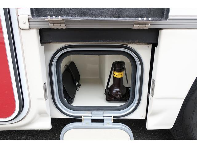 ナッツRV クレアエボリューション 5.0XX キャンピングカー 軽油 6名乗車 FFヒーター インバーター ソーラーパネル TV 電子レンジ トリプルサブバッテリー 家庭用エアコン 1500Wインバーター 外部電源 メモリーナビ バックモニター(32枚目)