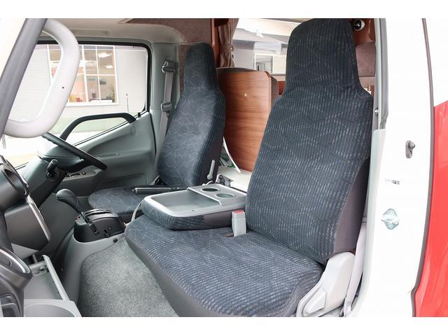 ナッツRV クレアエボリューション 5.0XX キャンピングカー 軽油 6名乗車 FFヒーター インバーター ソーラーパネル TV 電子レンジ トリプルサブバッテリー 家庭用エアコン 1500Wインバーター 外部電源 メモリーナビ バックモニター(35枚目)