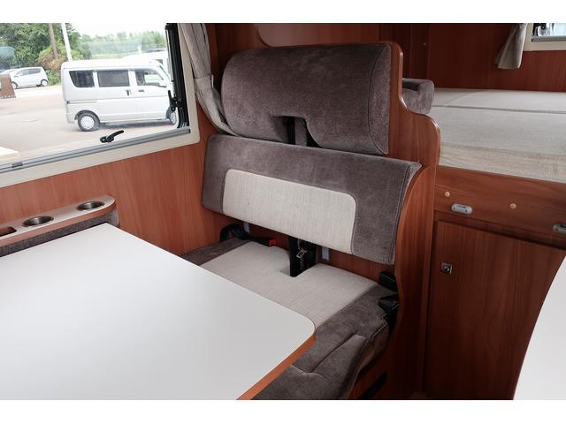 ナッツRV クレアエボリューション 5.0XX キャンピングカー 軽油 6名乗車 FFヒーター インバーター ソーラーパネル TV 電子レンジ トリプルサブバッテリー 家庭用エアコン 1500Wインバーター 外部電源 メモリーナビ バックモニター(50枚目)