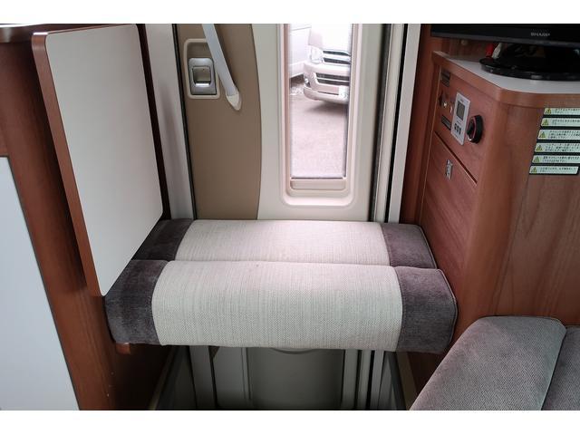 ナッツRV クレアエボリューション 5.0XX キャンピングカー 軽油 6名乗車 FFヒーター インバーター ソーラーパネル TV 電子レンジ トリプルサブバッテリー 家庭用エアコン 1500Wインバーター 外部電源 メモリーナビ バックモニター(68枚目)